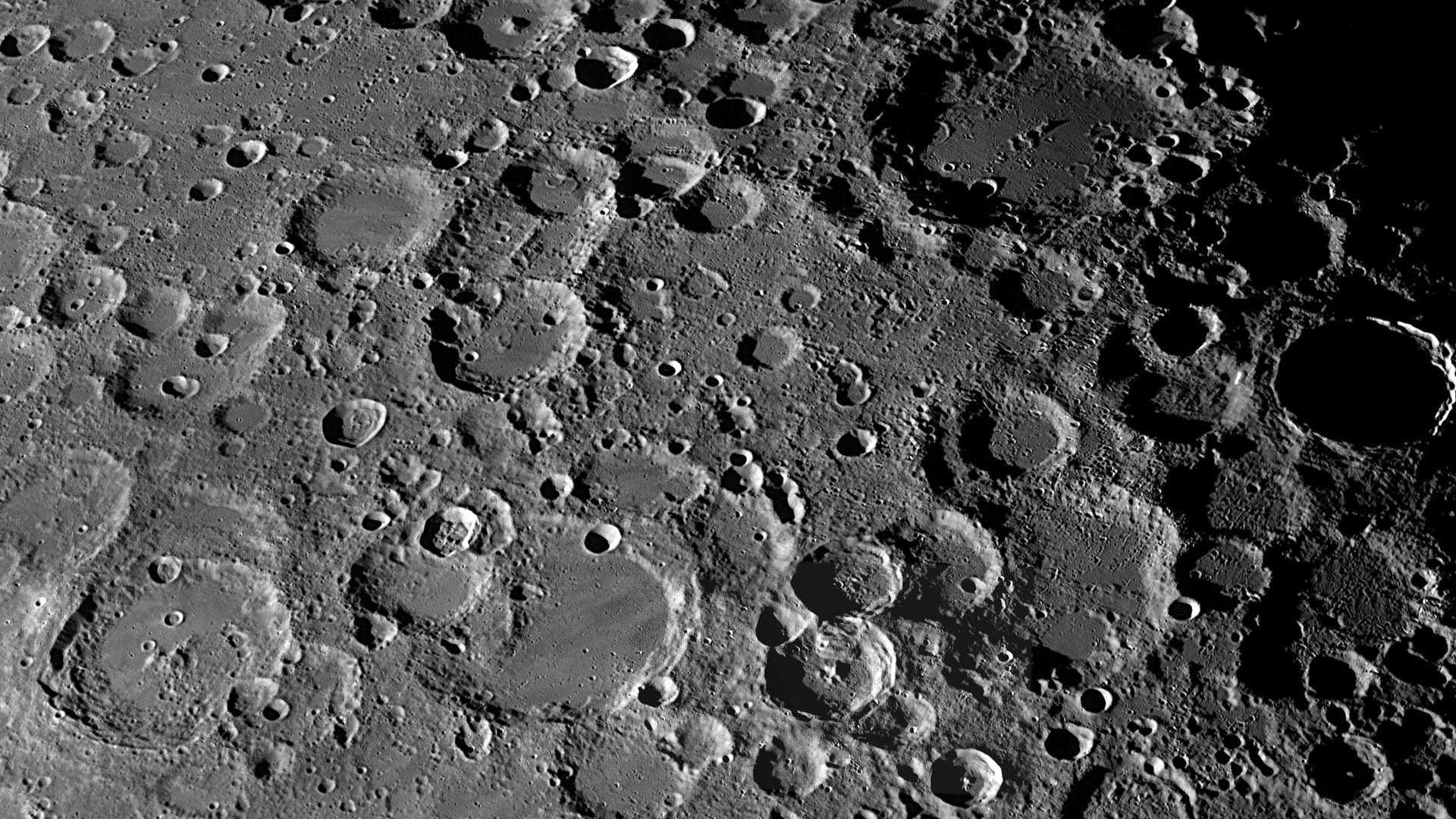Обнаружены следы вулканической активности Луны всего два миллиарда лет назад