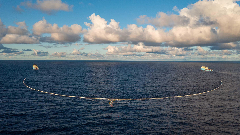 Проект The Ocean Cleanup успешно испытал новую систему сбора пластика в океане
